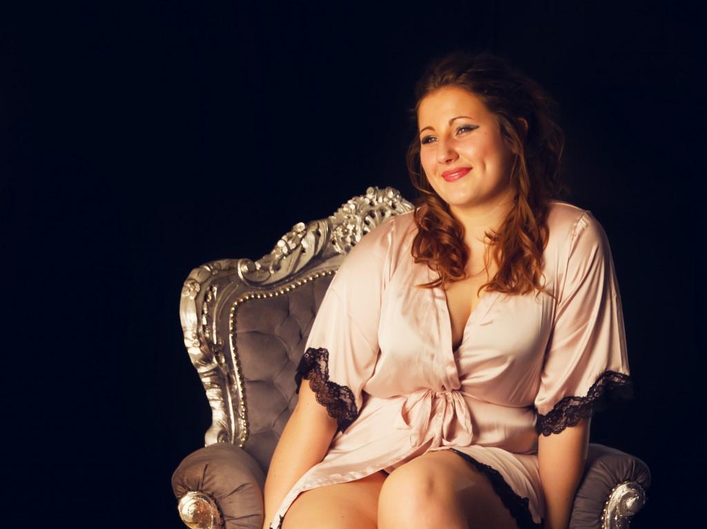 Mia charmede i sit boudoir shoot